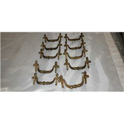 SET OF 10 ANTIQUE BRASS SCULPTED FRENCH STYLE DRESSER HARDWARE 3-1/2 CENTERS