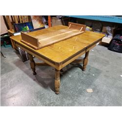 ANTIQUE MAPLE DINING TABLE WITH LEAF