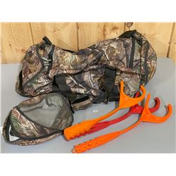 REMINGTON DUFFLE BAG & 3 X SKEET THROWERS
