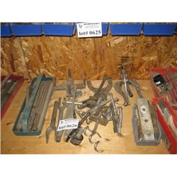 TABLE OF HAND TOOLS