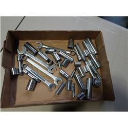 TRAY OF SOCKETS AND WRENCHES