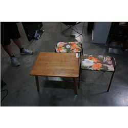 PARENTS WOOD ENDTABLE AND 2 STOOLS