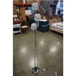 TRIPLE FLOWER LIGHT FLOOR LAMP