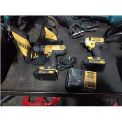 DEWALT 20V TOOLSET WITH 2 BATTERIES AND CHARGER TESTED AND WORKING
