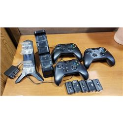 3 WIRELESS XBOX ONE CONTROLLERS WITH 5 RECHARGABLE BATTERY PACKS AND 2 STAND UP CHARGERS
