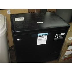 DANDY PREMIERE 32 INCH 224 KWH CHEST FREEZER DENTED