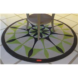 Round Geometric Accent Rug