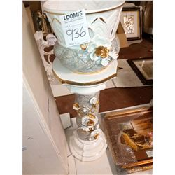 2 PC CAPODIMONTE URN ON BASE W/ 14K ELECTROPLATED GOLD, RETAIL $699.00