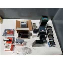 LOT OF MISC DIGITAL METERS *SEE PICS FOR DETAILS*