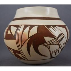 HOPI INDIAN POTTERY JAR (GAIL NAVASIE)