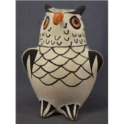 ACOMA INDIAN POTTERY OWL ( FRANCES P. TORIVIO)