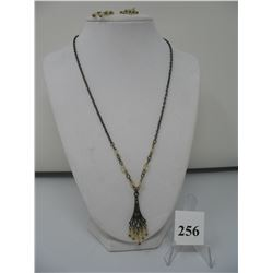 VINTAGE COSTUME JEWELRY - NECKLACE and MATCHING EARRINGS - 18 inch chain