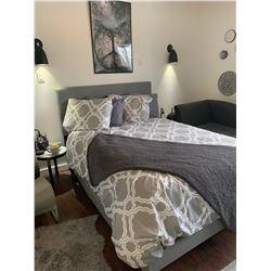 Double Bed w Headboard Boxspring & Mattress