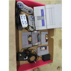 Super Nintendo Mdl SNS601 w 2 Controllers & 4 Games