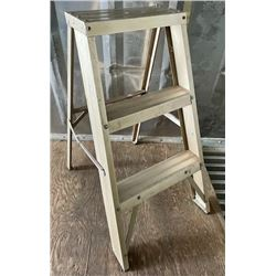 ALUM STEP LADDER - APPROX 2 FT