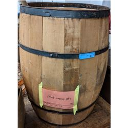Wooden barrel and 3 small baskets