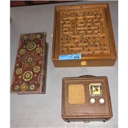 Vintage radio wooden box and a retro game