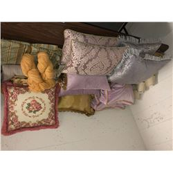 Table lot of pillows and small lampshades
