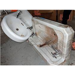 2 Sinks