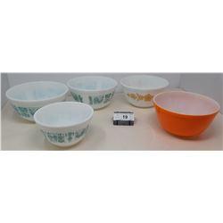 5 Vintage Pyrex Bowls