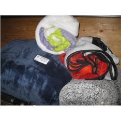 4PC ASSORTED THROW FUZZY BLANKETS