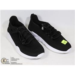 BLACK/ WHITE RUNNING SHOES SIZE 38
