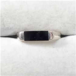SILVER ONYX  RING (~SIZE 7.5)