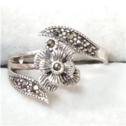 SILVER ONYX FLOWER SHAPED  RING (~SIZE 6)
