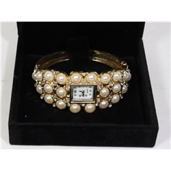WOMENS PEARL LOOK WATCH IN DISPLAY BOX