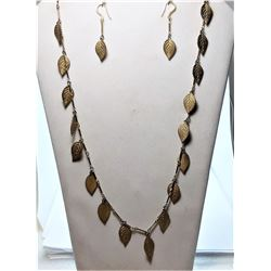 "14)  VINTAGE 28"" GOLD TONE NECKLACE WITH"