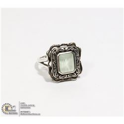 STERLING SILVER .925 GREEN GARNET RING SIZE 7.25
