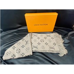 LOUIS VUITTON SCARF WITH BOX