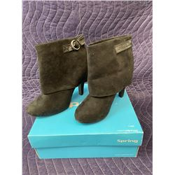 SPRING BLACK BOOTS SIZE 7 IN BOX