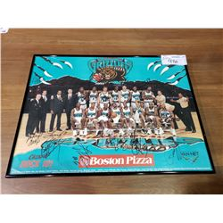FRAMED 1997/1998 BOSTON PIZZA VANCOUVER GRIZZLIES SIGNED BASKET-BALL TEAM POSTER