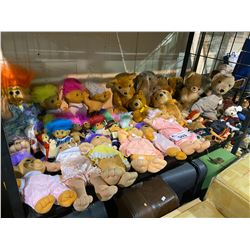 ASSORTED VINTAGE COLLECTIBLE DOLLS BEARS AND TROLLS