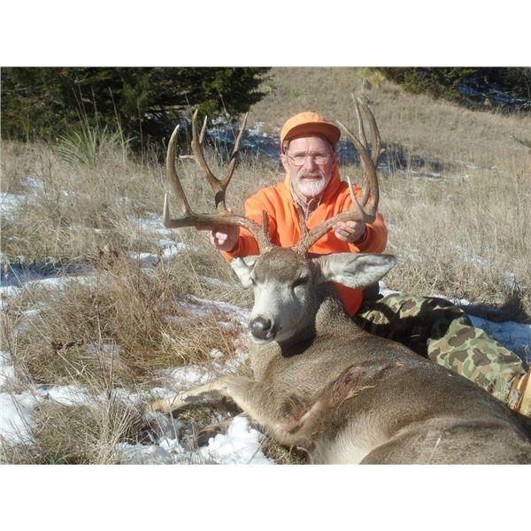 Nebraska: 4 Day 4 Night 2021 Deer Hunt (Mule Deer or Whitetail Deer) for One Hunter