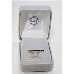 10 KT GOLD RING WITH CUBIC ZIRCONIA