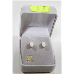 10 KT GOLD EARRINGS WITH OPALS