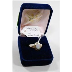 STERLING SILVER RING WITH MOON STONE CENTRE