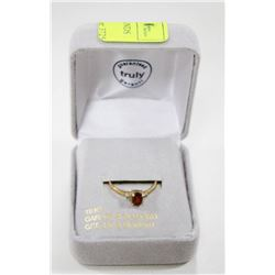 10 KT GOLD RING WITH DIAMONDS AND GARNET