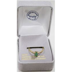 10 KT GOLD RING WITH EMERALD