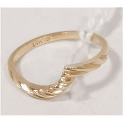 14 KT GOLD RING SIZE 5