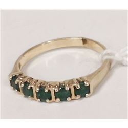 10 KT GOLD AND EMERALD RING SIZE 6.5