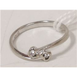 10 KT WHITE GOLD HEART WITH DIAMOND RING SIZE 7