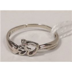 10 KT HEART AND DIAMOND RING SIZE 5.5