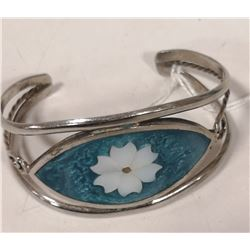 SILVER BRACELET WITH FLOWER INLAY