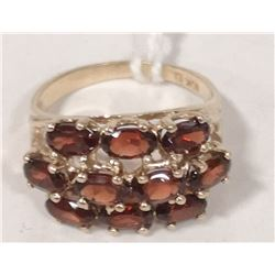 10 KT GOLD RING WITH GARNETS