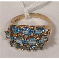 10 KT GOLD RING WITH BLUE TOPAZ CLUSTER