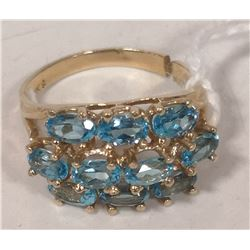 10 KT GOLD RING WITH BLUE TOPAZ