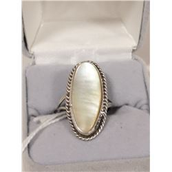 SILVER AND SHELL OVAL RING SIZE 6.5